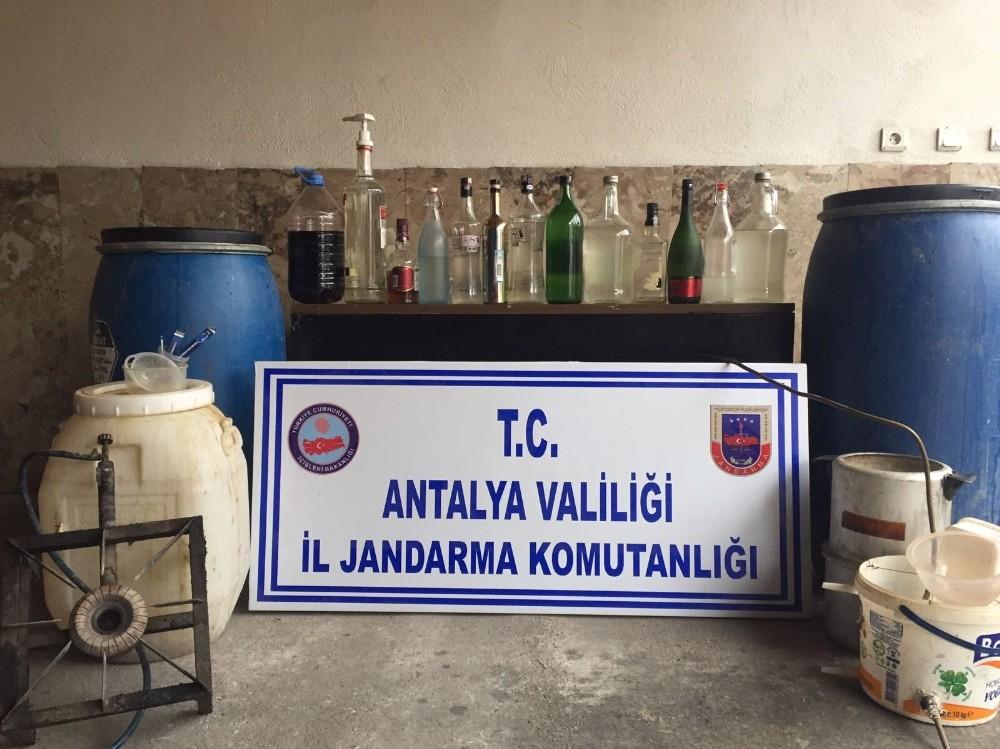 Antalya'da 264 litre kaçak içki ele geçirildi