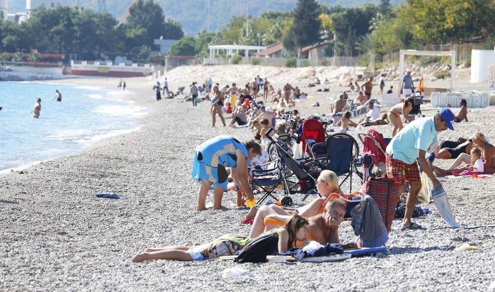 Antalya'da Kasım ayında yaz devam ediyor