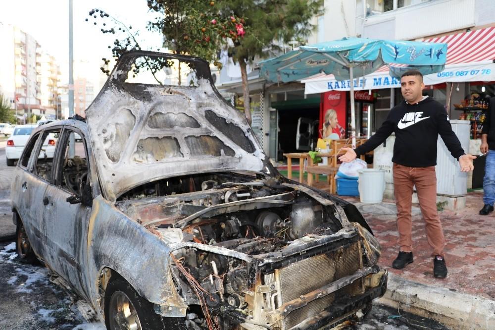 Antalya'da park halindeki araç cayır cayır yandı