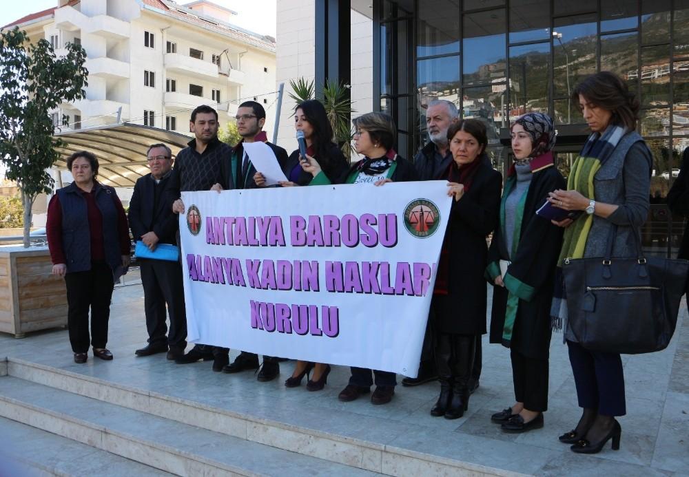 Avukatlar kadına şiddeti kınadı