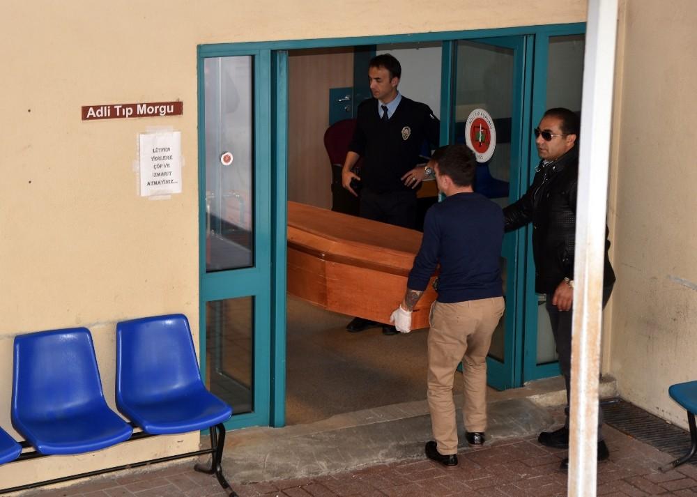 Babanın öldürdüğü 2 kız çocuğunun cenazesi morgdan aldı