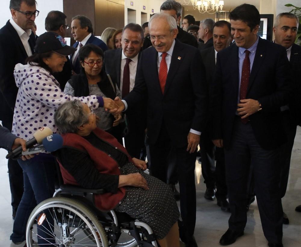 CHP Lideri Kılıçdaroğlu, turizmcilerle görüştü
