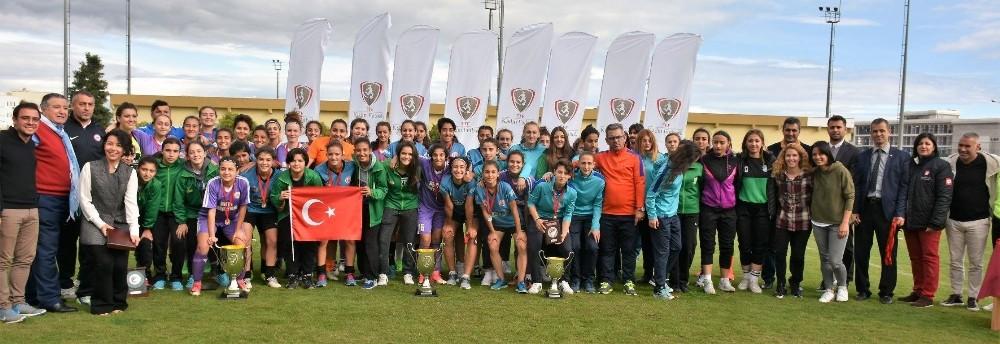 Döşemealtı Kadın Futbol Takımı Türkiye ikincisi oldu