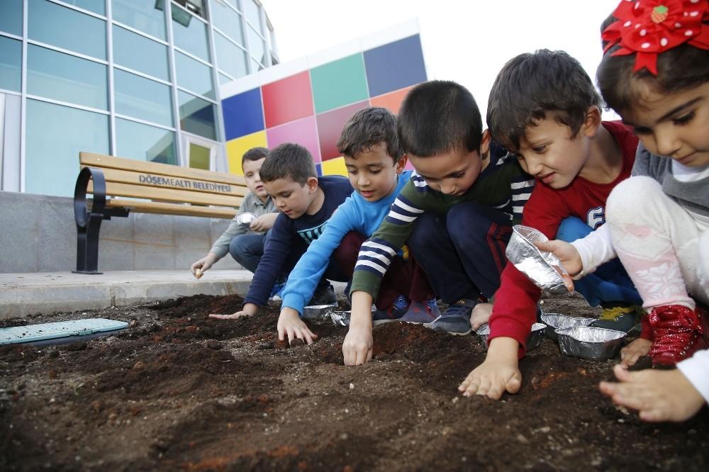 Ekolojik Kreş'in minikleri toprakla buluştu