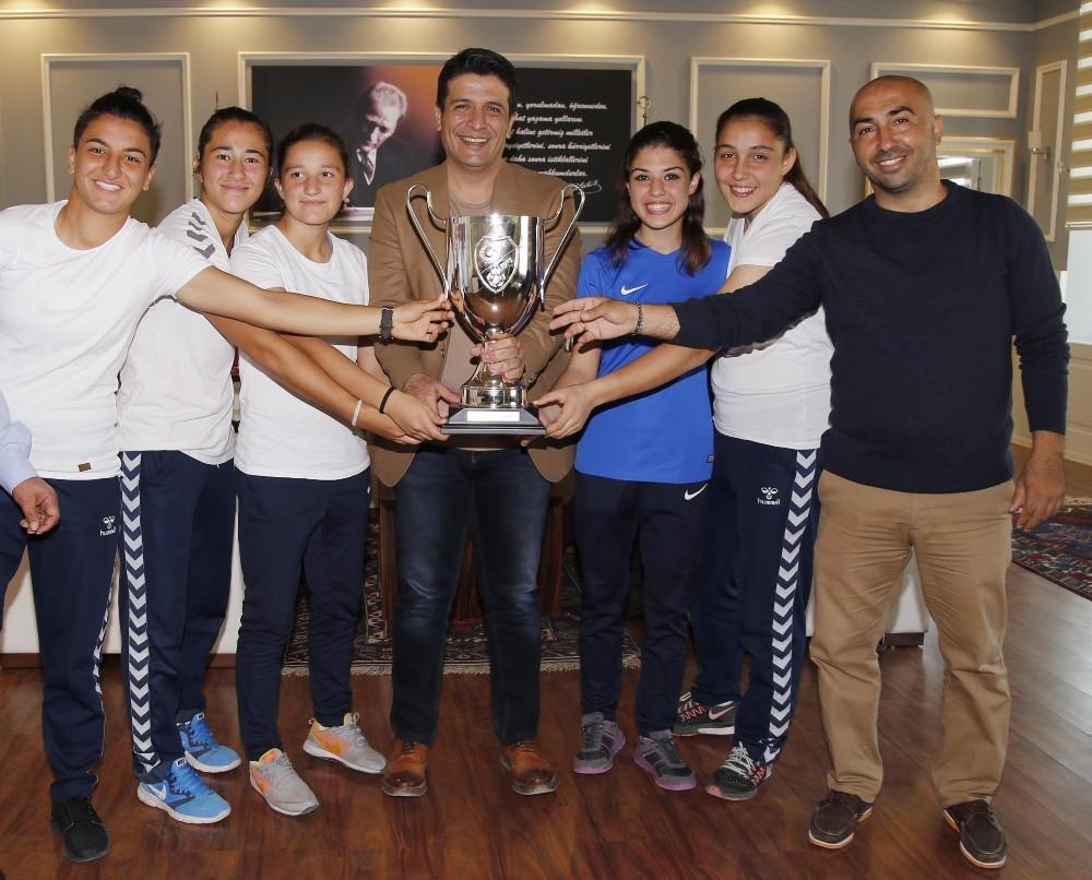 Futbol'da Kadınlar Ligi başlıyor