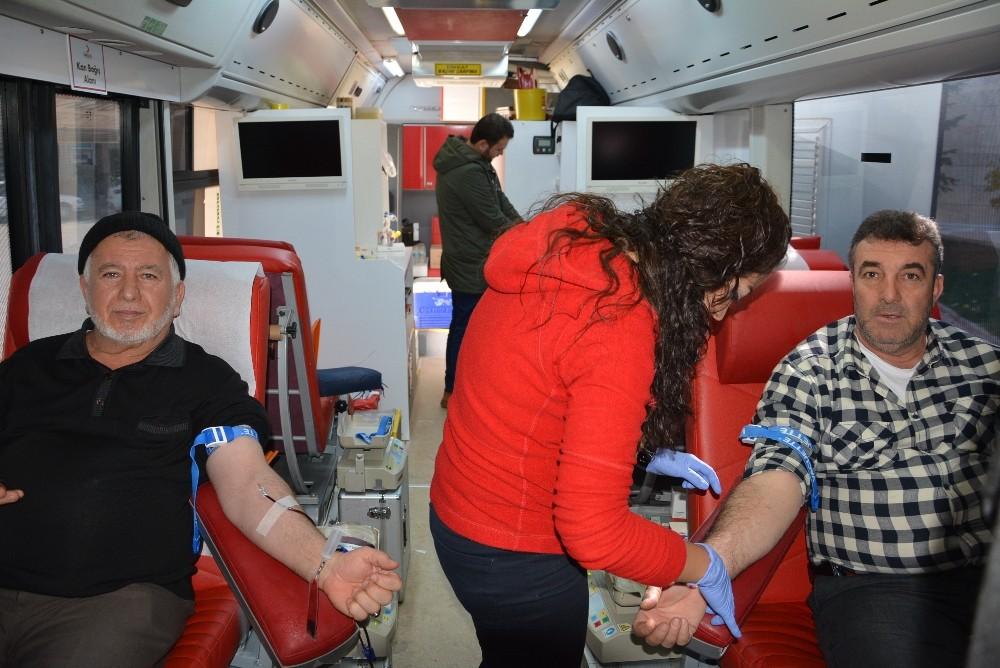 Kızılay'a 59 ünite kan bağışı