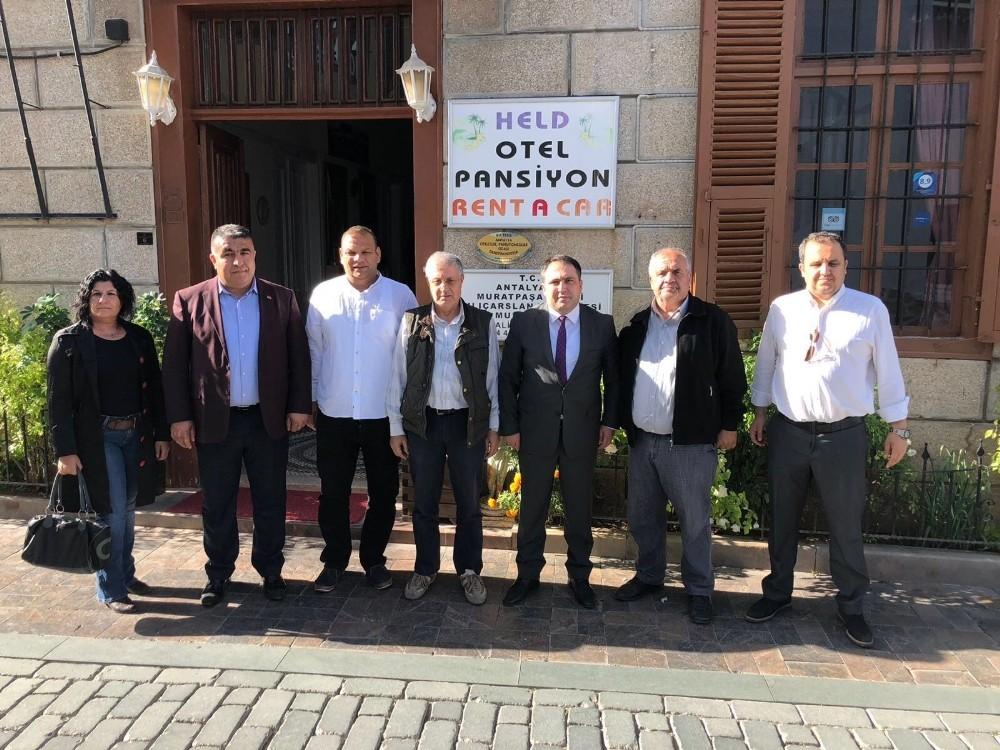 MHP'li Başkan Aksoy, Tarihi Kaleiçi esnafıyla buluştu