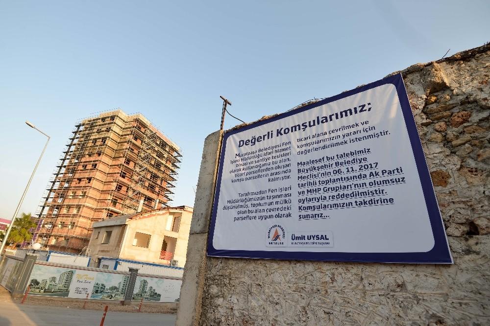Muratpaşa Belediyesi'nden Fen İşleri şantiyesi'ne bilgilendirme panosu