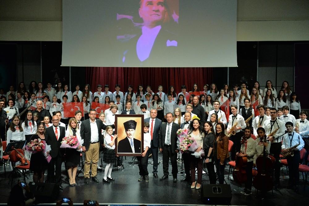 Muratpaşa'da Çocuk, Cumhuriyet ve Atatürk Konseri