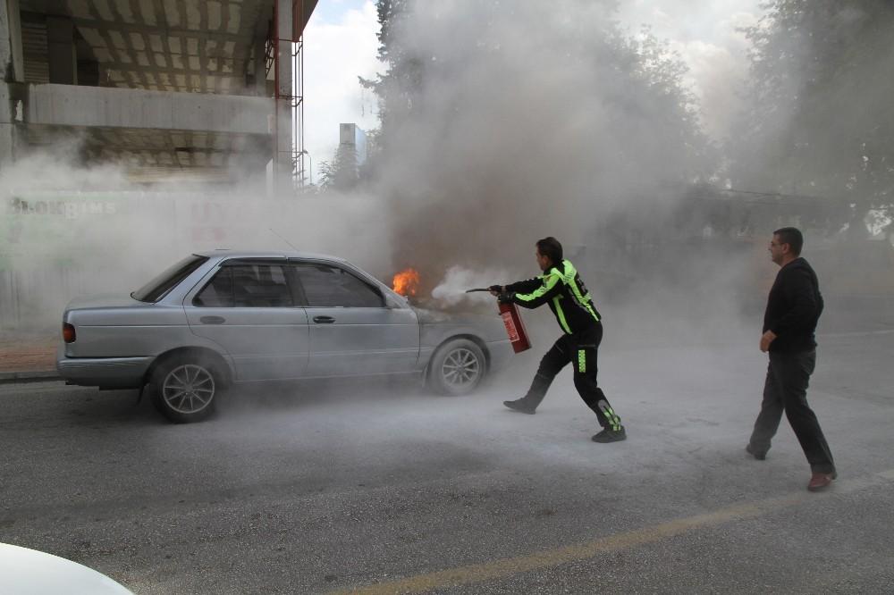 Seyir halindeki LPG'li otomobil yandı