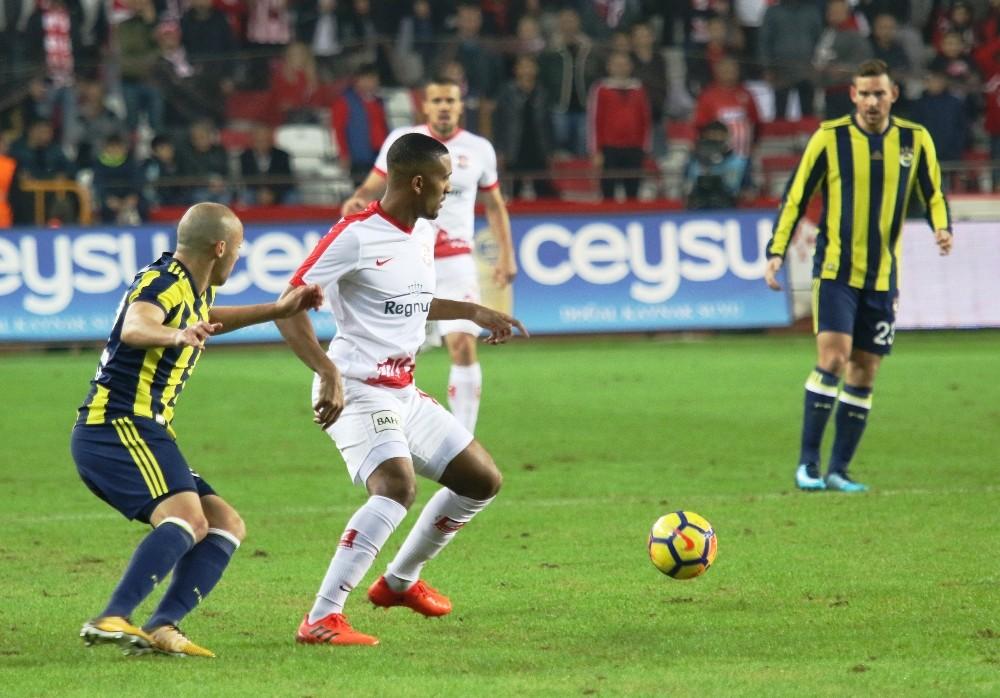 Süper Lig: Antalyaspor: 0 – Fenerbahçe: 1 (İlk yarı)
