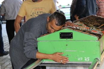 Tek Teker Arif'le trafik kazasında ölen Ülkü Özcan defnedildi