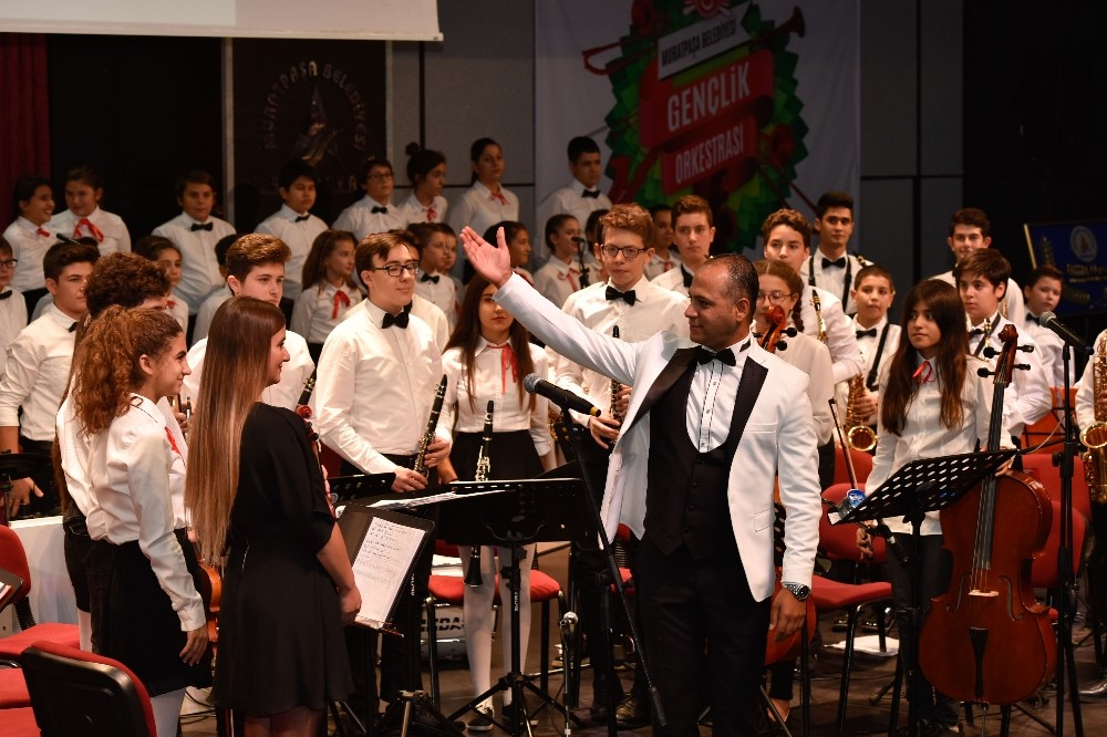 Ünlü tenor Aysev'den Uysal'a övgü