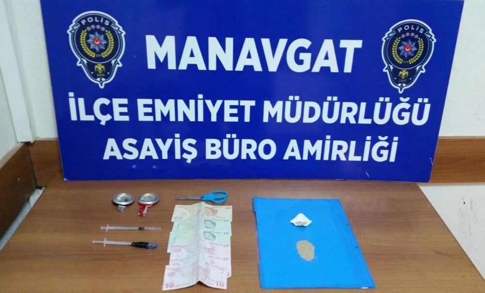 Uyuşturucu madde satarken yakalandılar