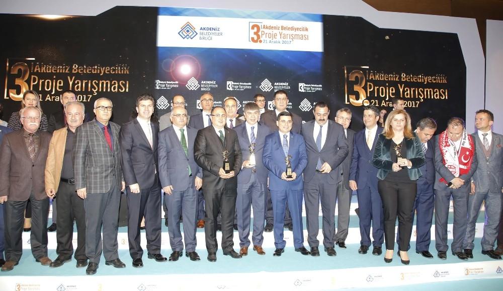 Akdeniz Belediyeler Birliği'nden Döşemealtı Belediyesi'ne 3 ödül