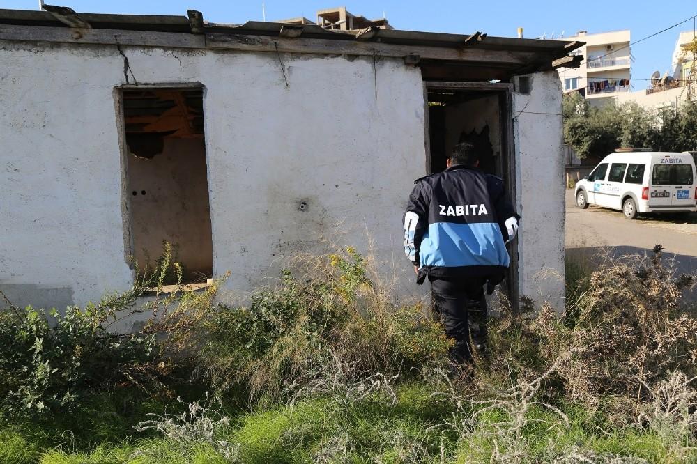 Aksu'da kullanılmayan binalar yıkıldı