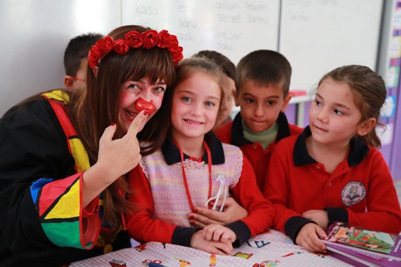 Alanya Belediyesi, kırsaldaki çocukları tiyatroyla buluşturuyor