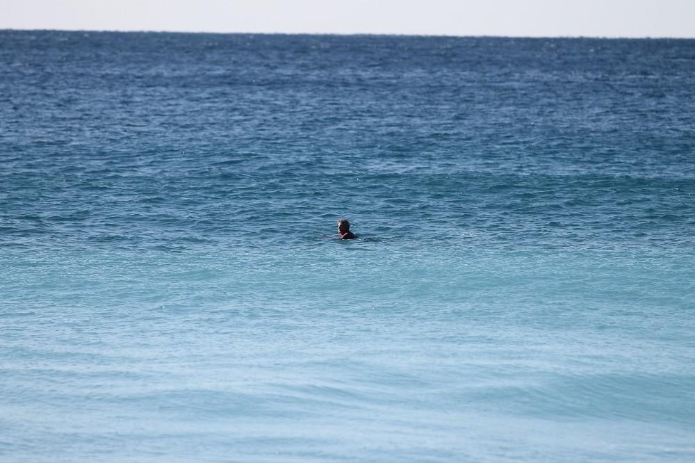 Alanya'da kar uyarısına inat deniz keyfi