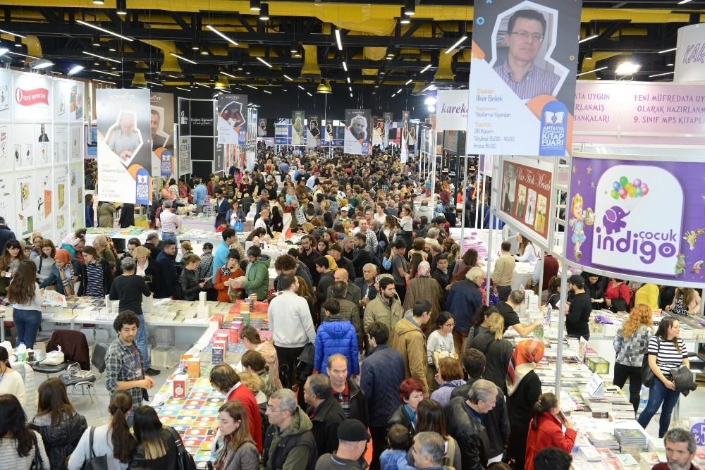 Antalya Konyaaltı Kitap Fuarını 303 bin 600 kişi ziyaret etti