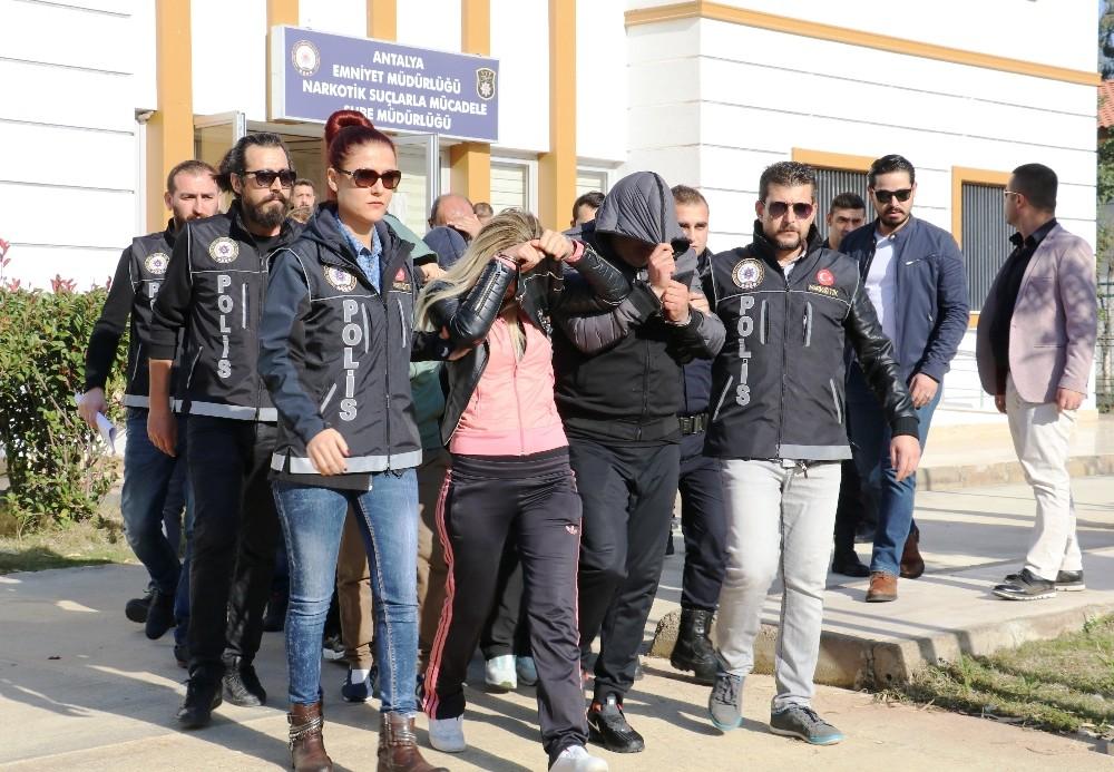 Antalya'da fuhuş ve uyuşturucu operasyonu: 19 gözaltı