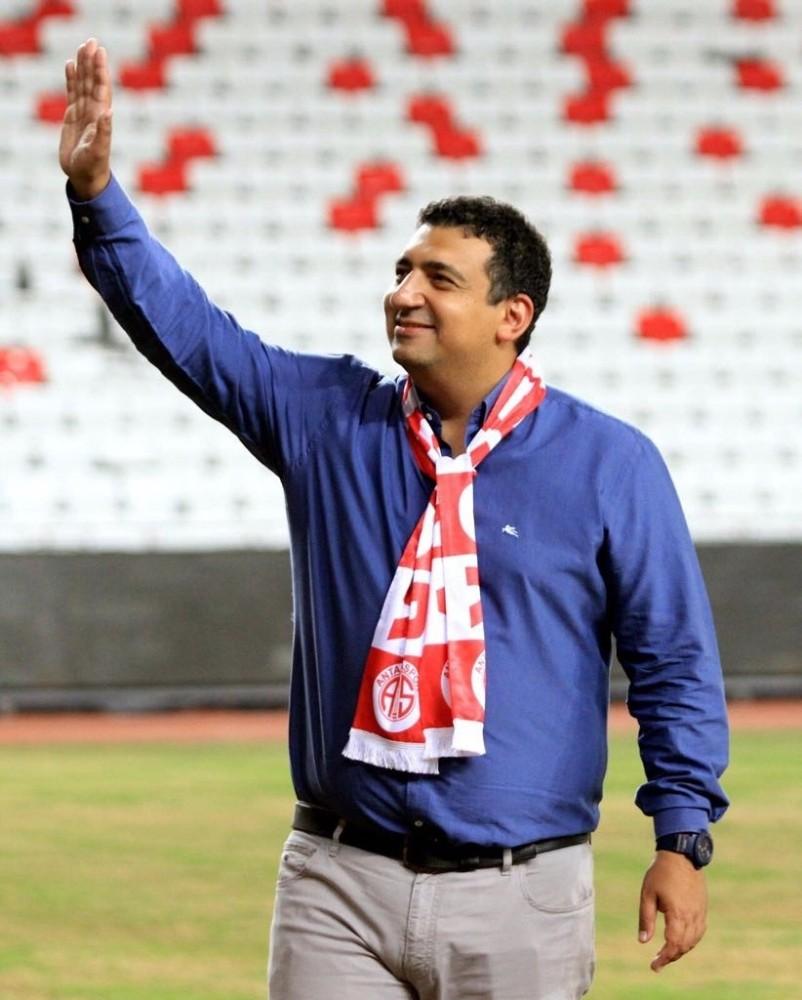 Antalyaspor Başkanı Ali Şafak Öztürk görevi bıraktı