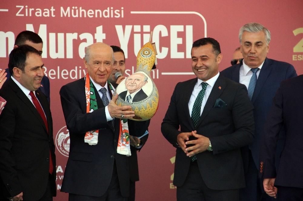 Bahçeli, belediye başkanlarını Antalya'da topluyor