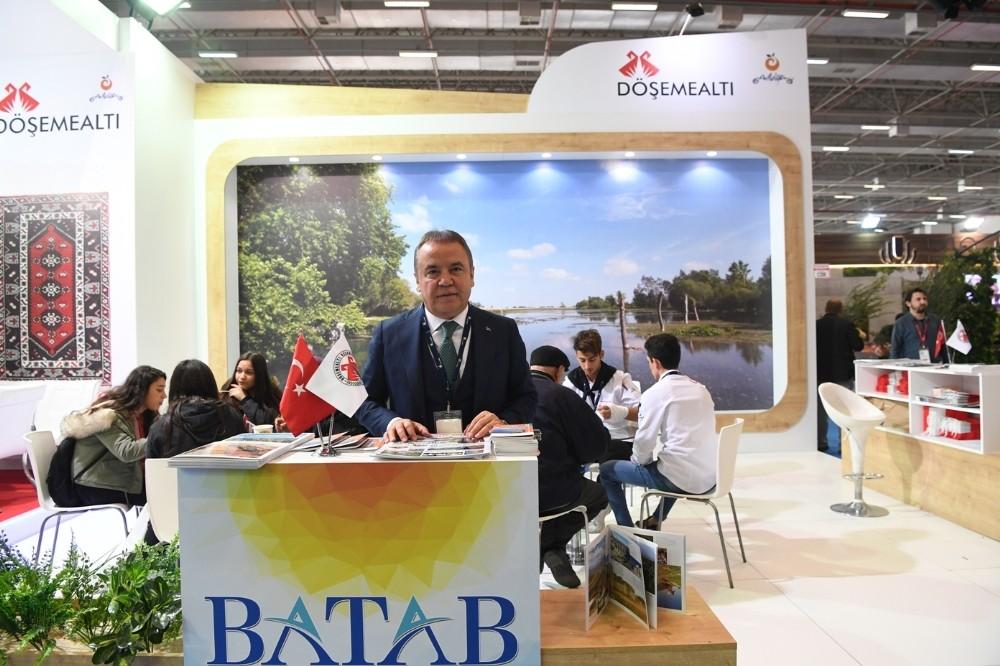 Başkan Böcek, Travel Turkey İzmir Fuarı'nda
