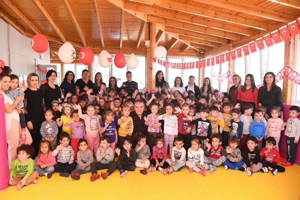 Başkan Böcek'ten 'minik'lere yeni yıl ziyareti