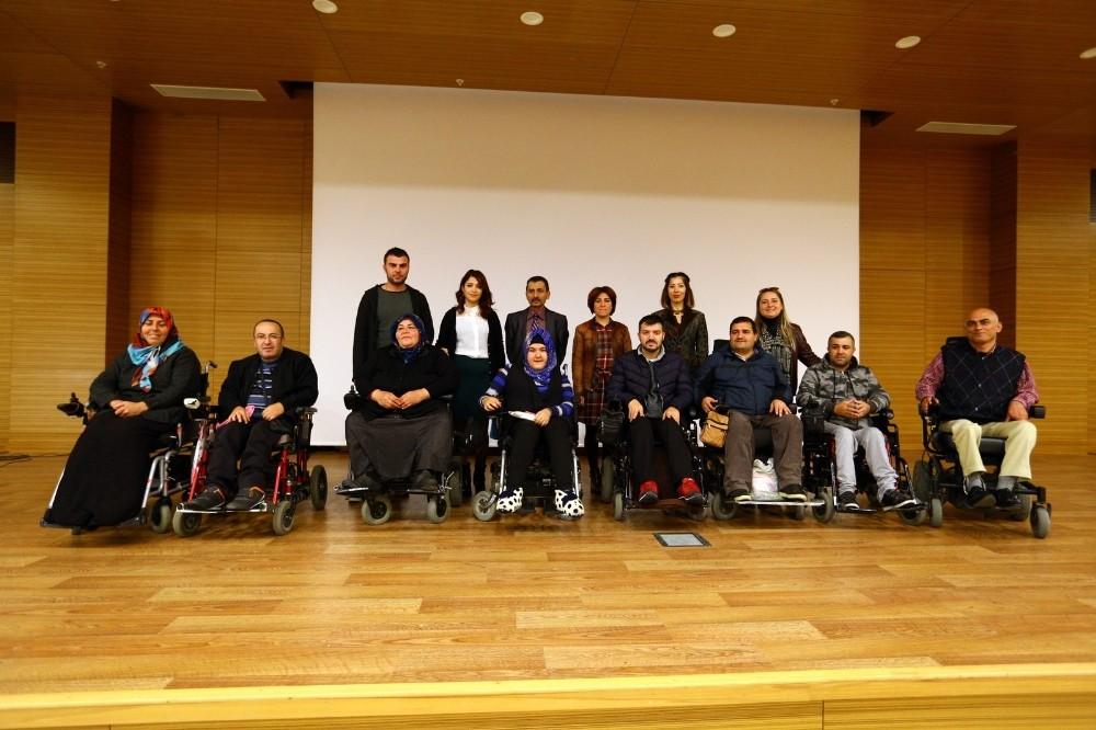 Engelli vatandaşların sertifika heyecanı