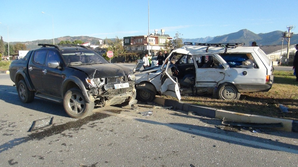 Gazipaşa Sanayi kavşağında kaza: 1 yaralı