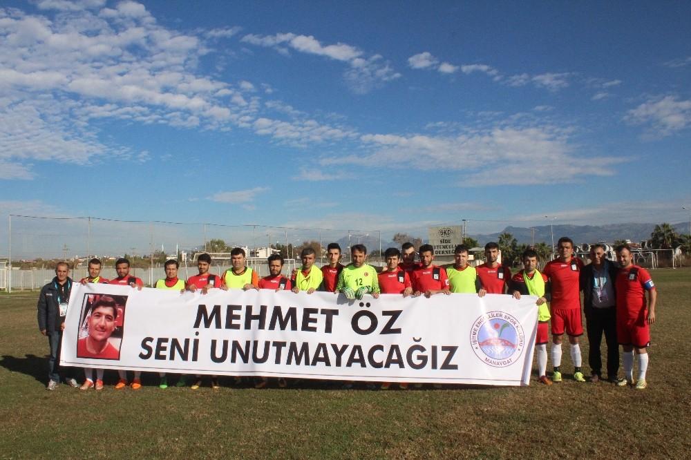 İşitme Engelliler Mehmet Öz'ü unutmadı