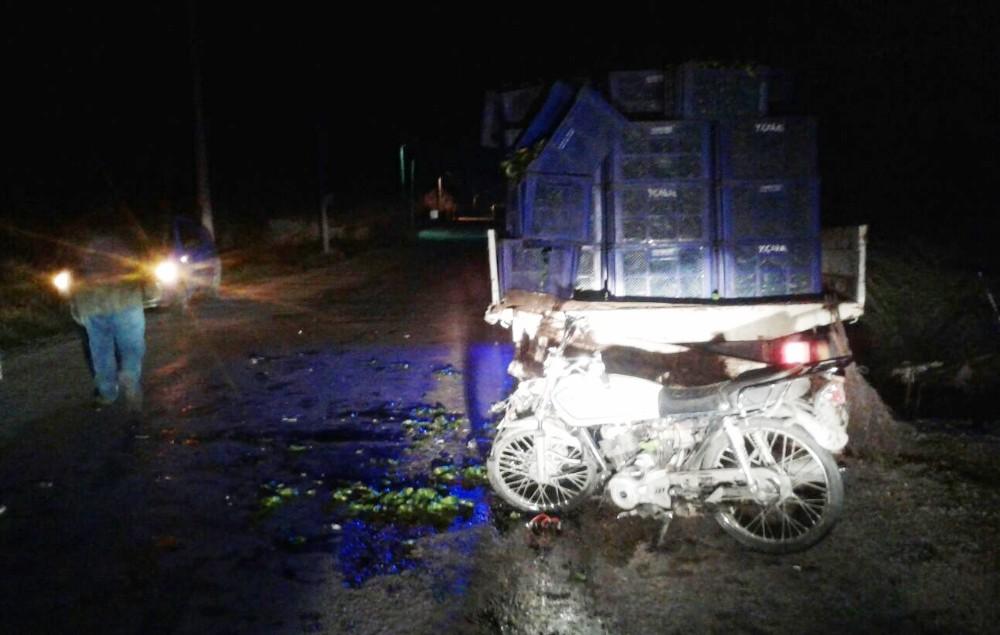 Kamyonete çarpan motosikletli hayatını kaybetti