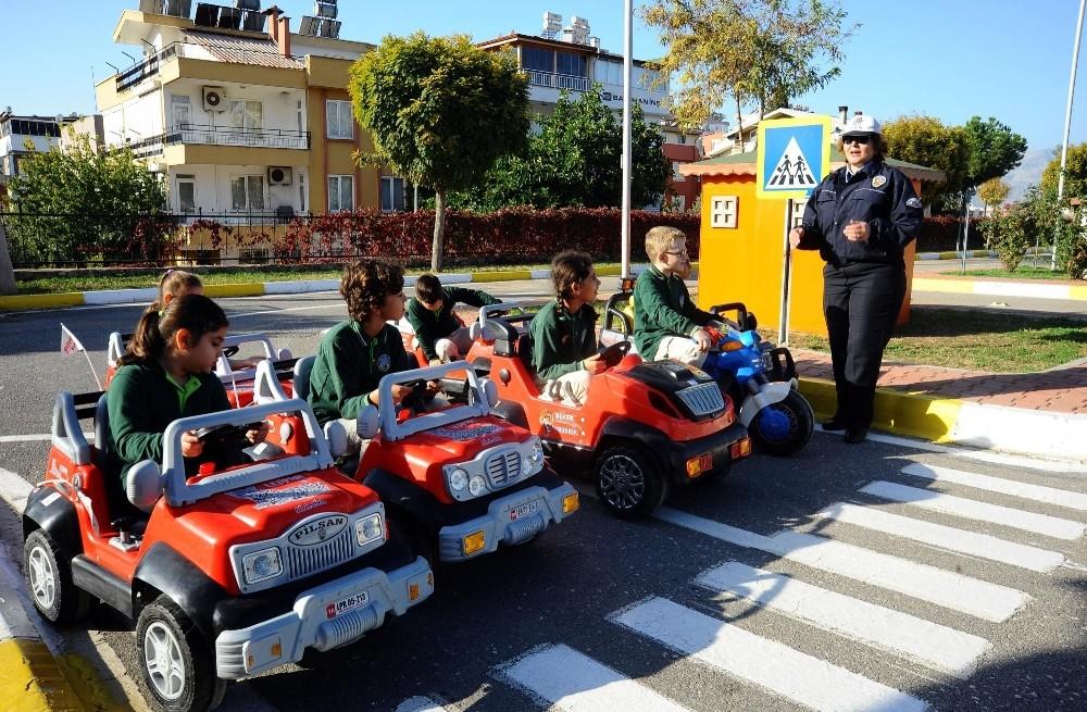 Kepez'de öğrencilere trafik eğitimi