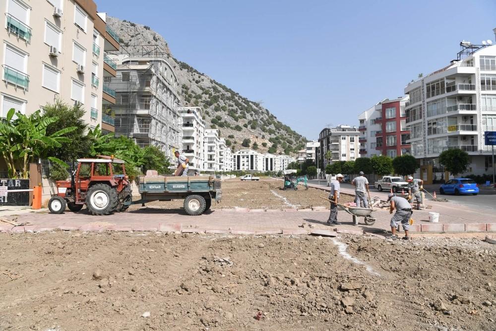 Konyaaltı Belediyesi'nden yeşil alan çalışmaları