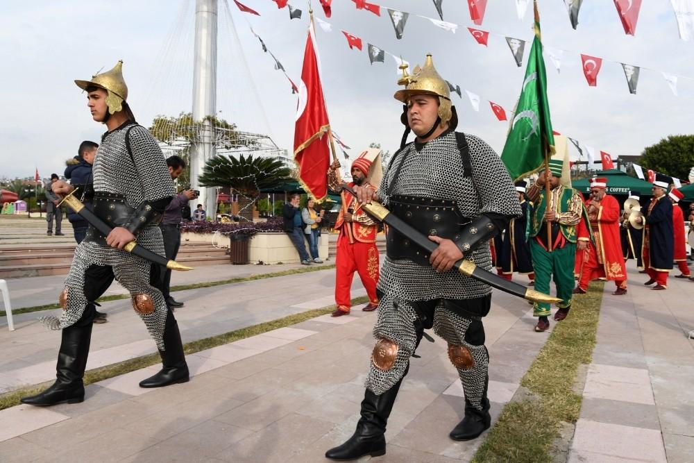 """Konyaaltı Kent Meydanı'nda """"Mehteran"""" gösterisi.."""
