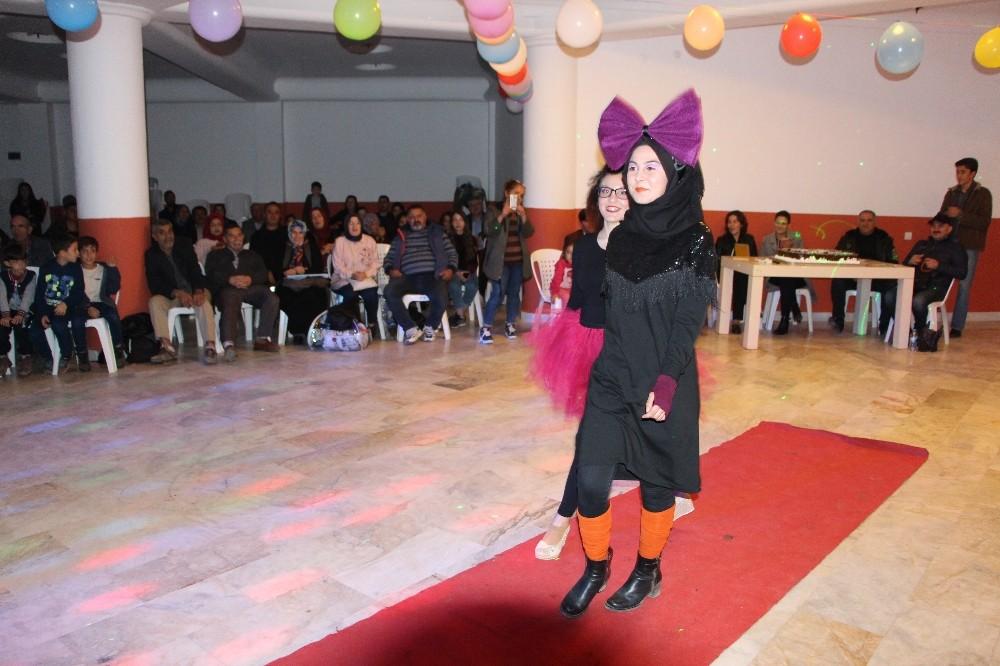 Kumluca'da 70 ve 80'lerin modası sergilendi