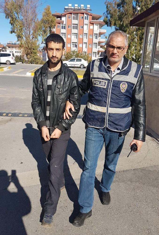 Manavgat'ta çeşitli suçlardan aranan zanlı yakalandı