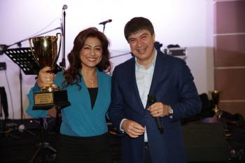 Menderes Türel'den eşine birincilik kupası