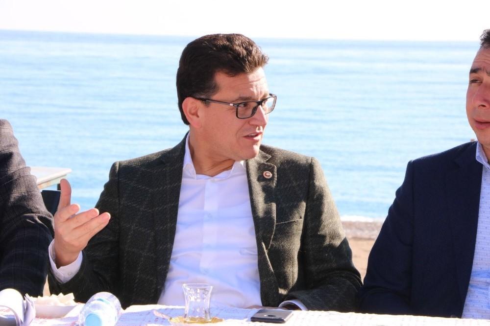 Milletvekili Uslu, Kemer ve Demre'de vatandaşlar ile buluştu
