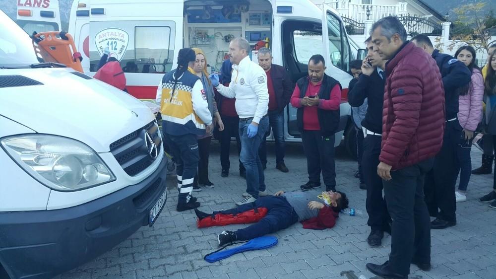 Okul servisinin çarptığı öğrenci yaralandı