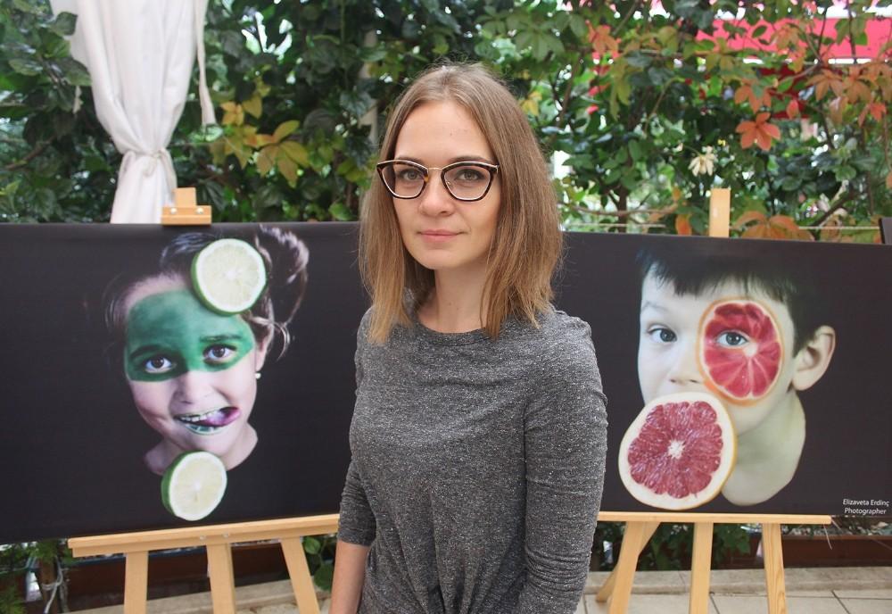 """Rus amatör fotoğrafçıdan Yerli Malı Haftası'nda """"Meyveli Çocukluk"""" sergisi"""