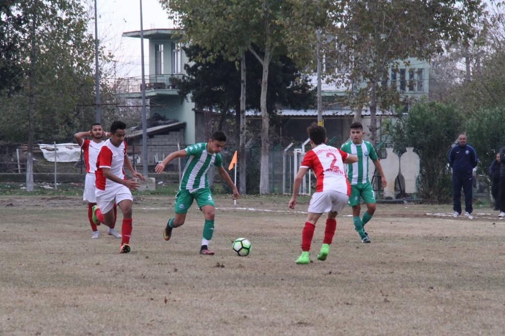 Serik U19 takımı, Lider Murapaşa'ya dur dedi