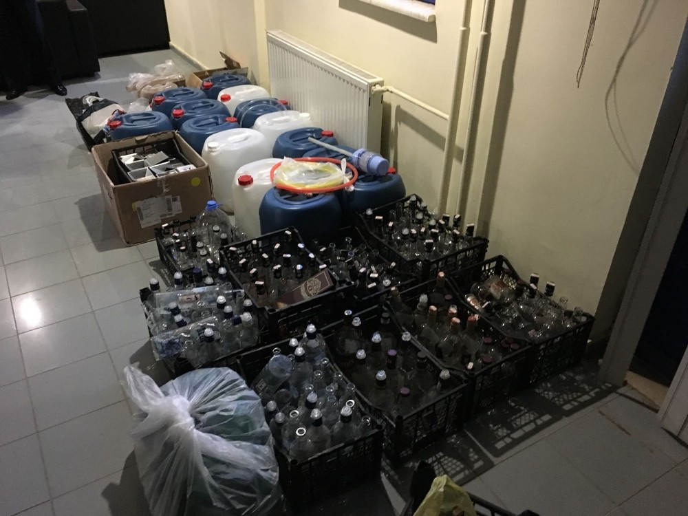 Serik'te sahte ve kaçak içki operasyonu