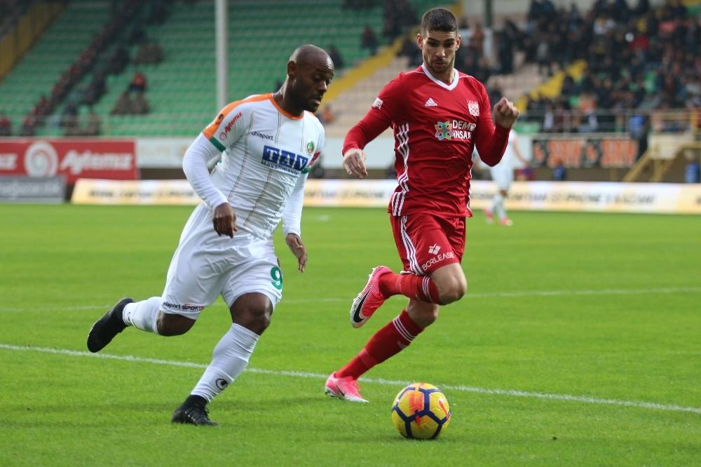 Süper Lig: Alanyaspor: 0 – Sivasspor: 0 (İlk yarı)