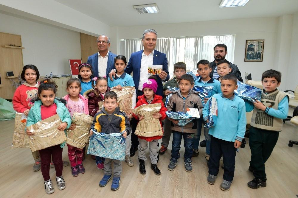 Uysal'dan çocuklara 2018 hediyesi