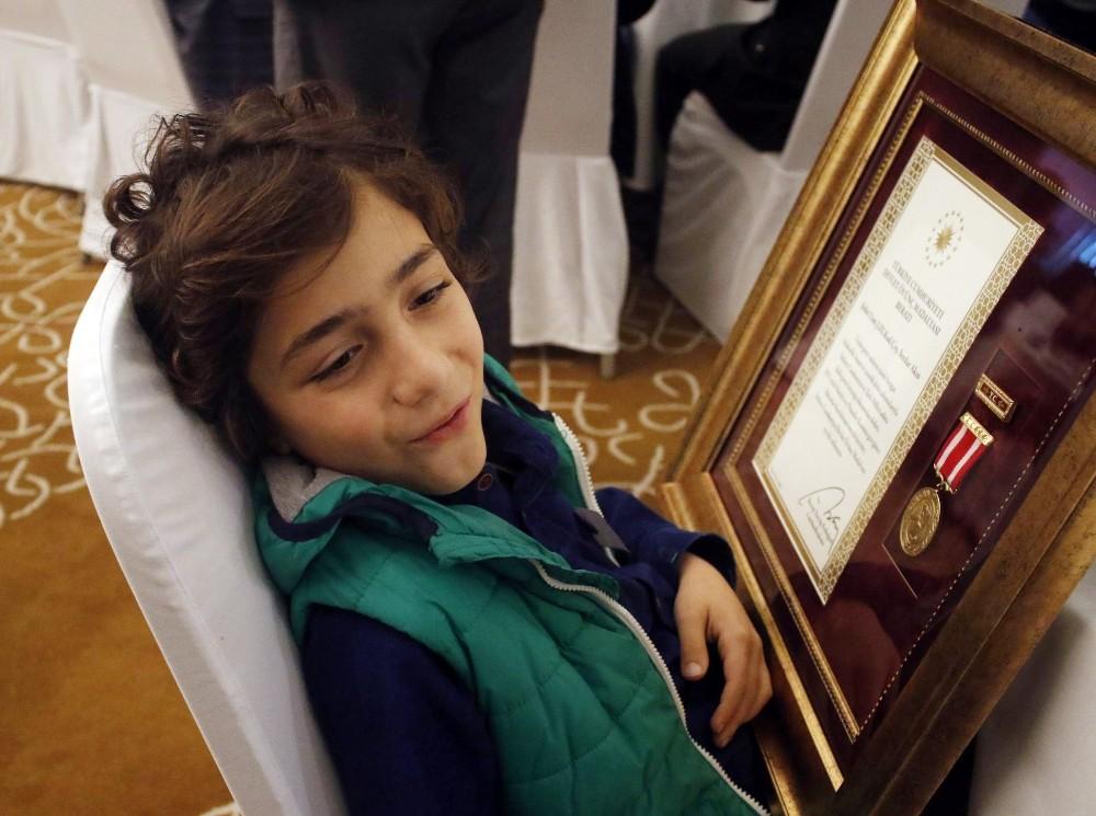 16 şehit yakını ve 2 gaziye Devlet Övünç Madalyası ve Beratı verildi