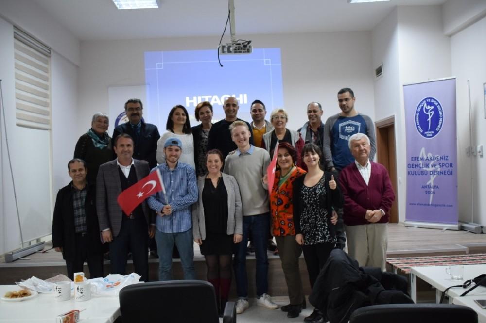 AGH gönüllüleri çalışmalarını Antalyalılarla paylaştı