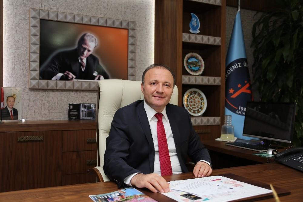 Akdeniz Üniversitesi marşını arıyor