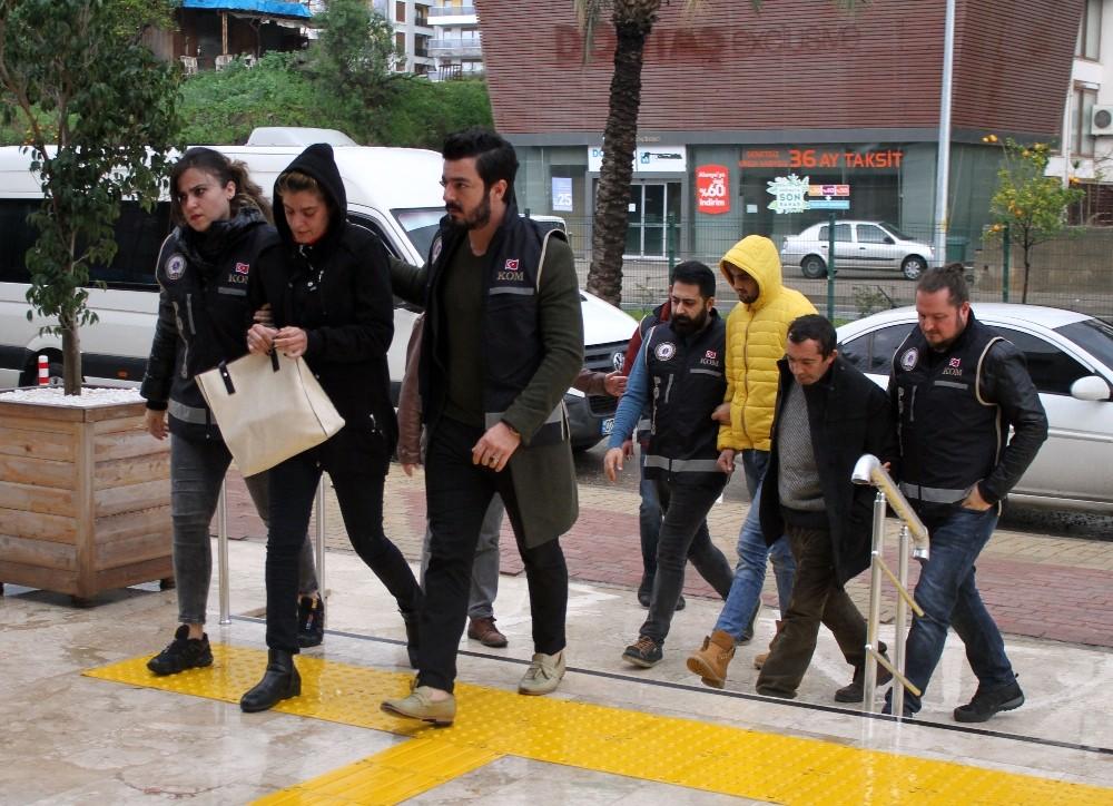 Alanya'da 1'i kadın 15 zehir taciri tutuklandı