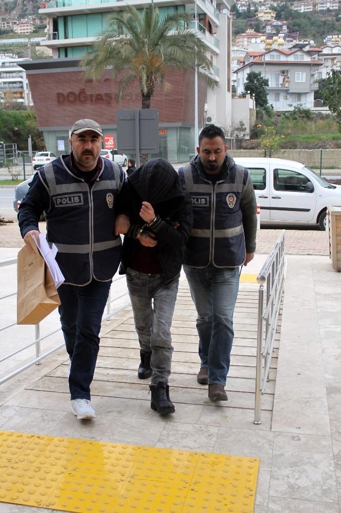 Alanya'da 2 okuldan 947 TL çalan şüpheli yakalandı